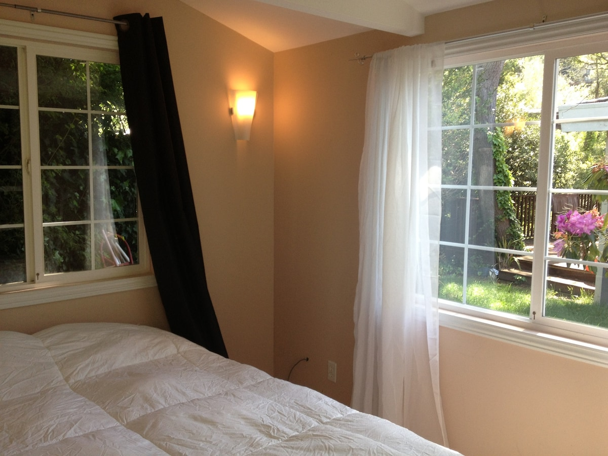 Sunny one bedroom Cottage $129