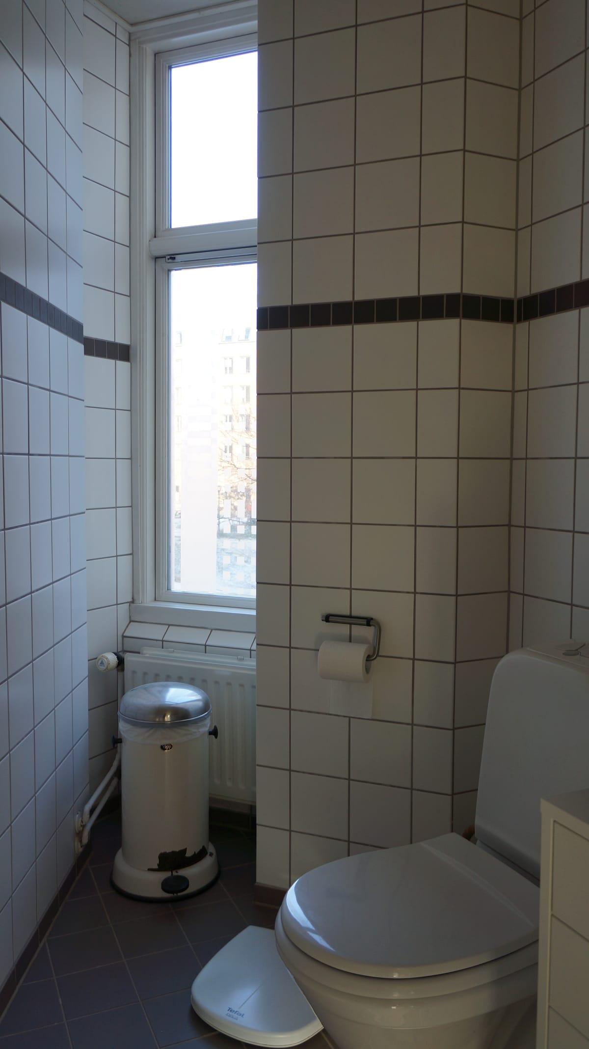Friendly water saving bathroom