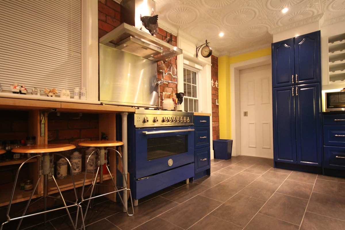 YOUR OWN CHEF'S KITCHEN & TERRACE