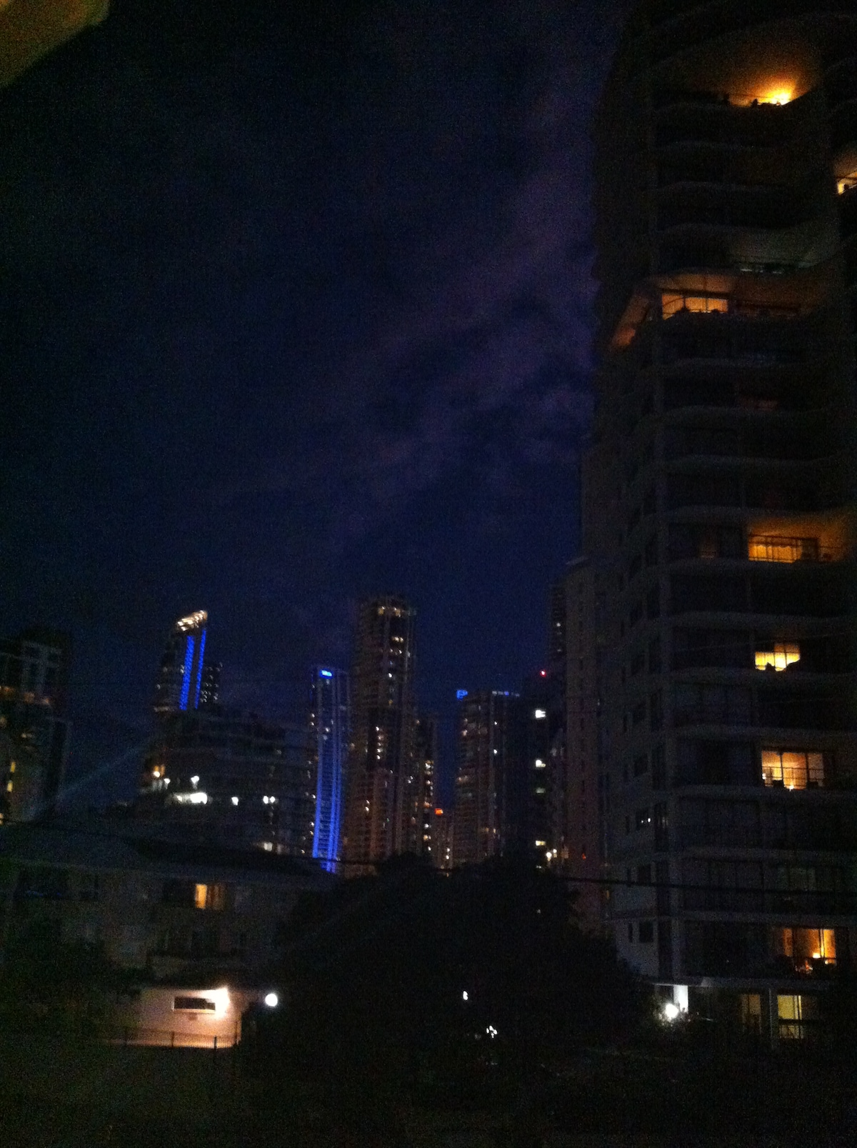 Two blocks to the night-life and attractions of Surfers Paradise