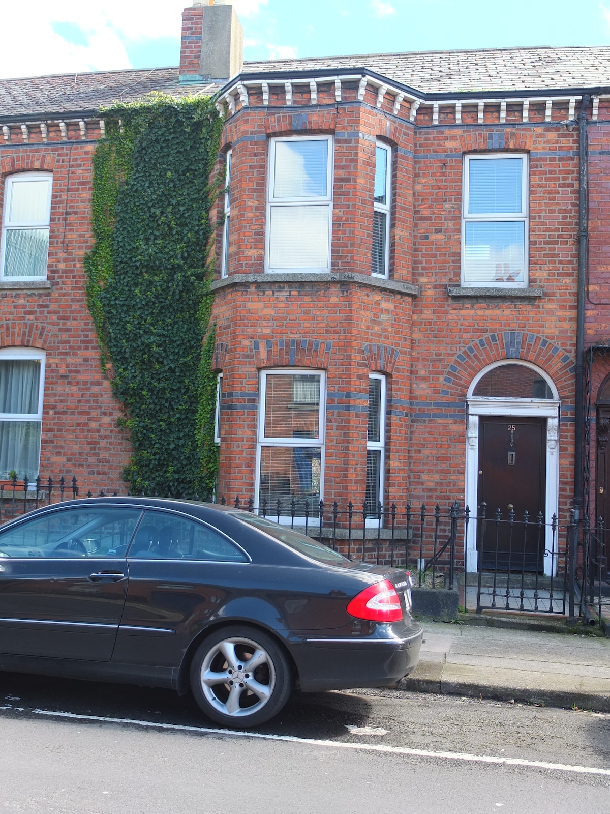 1890s redbrick house with on-street parking
