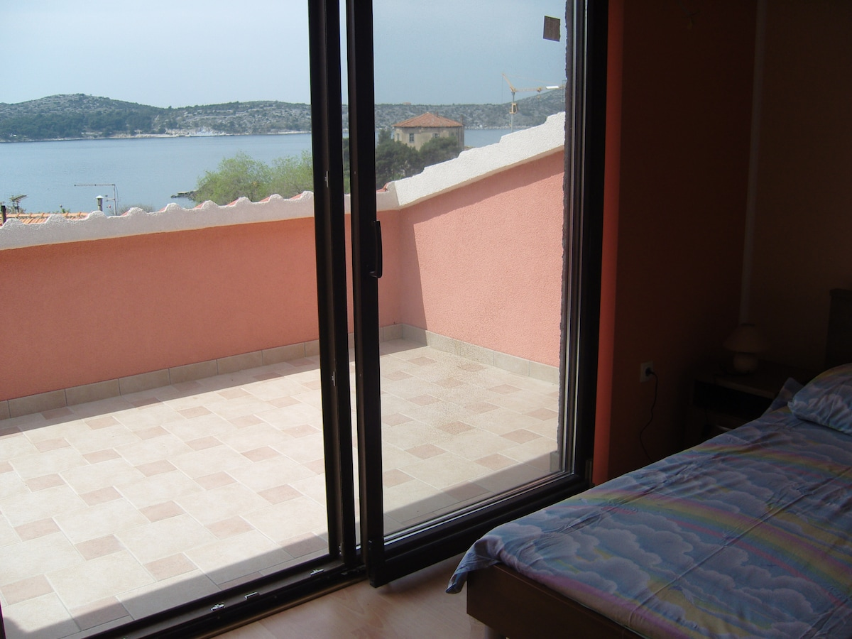 Room with sea view and parking