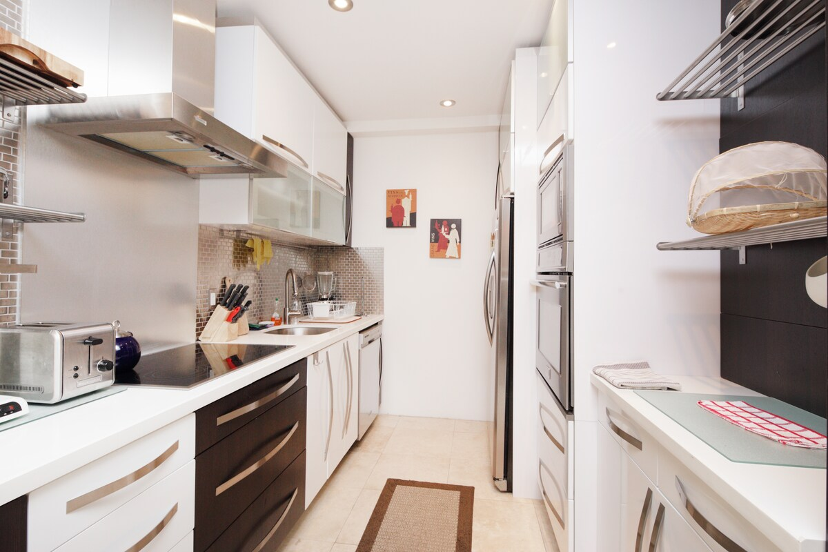 Italian Kitchen with Stainless steel appliances!