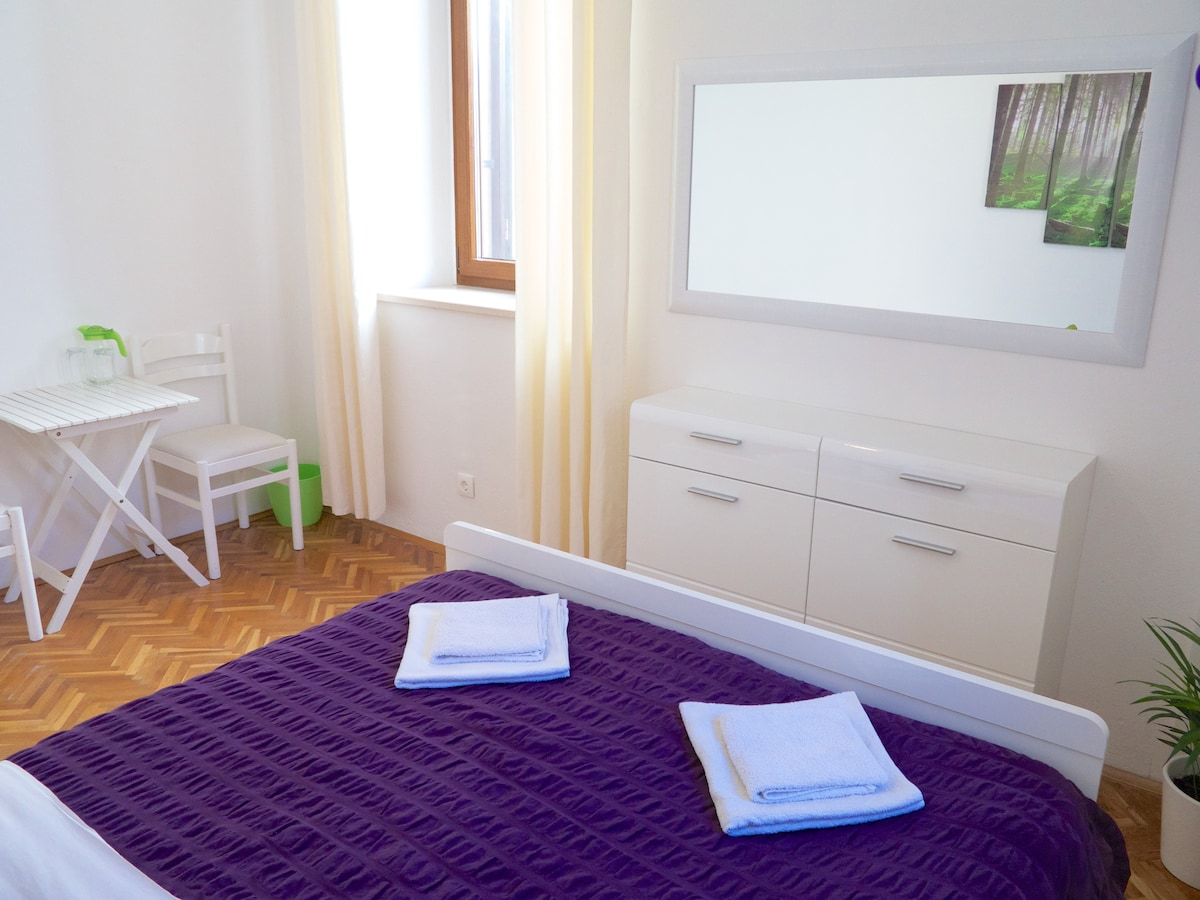 Private double room with air con, ceiling fan, hairdryer, free wifi and view of the fortress.