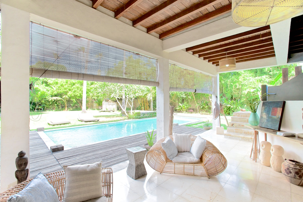 this is the downstairs living room, next to the kitchen for easy access to snacks and drinks near the pool .