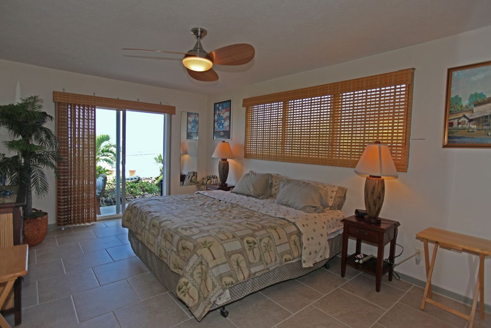 ocean view from bedroom/King size bed and HDTV 42in