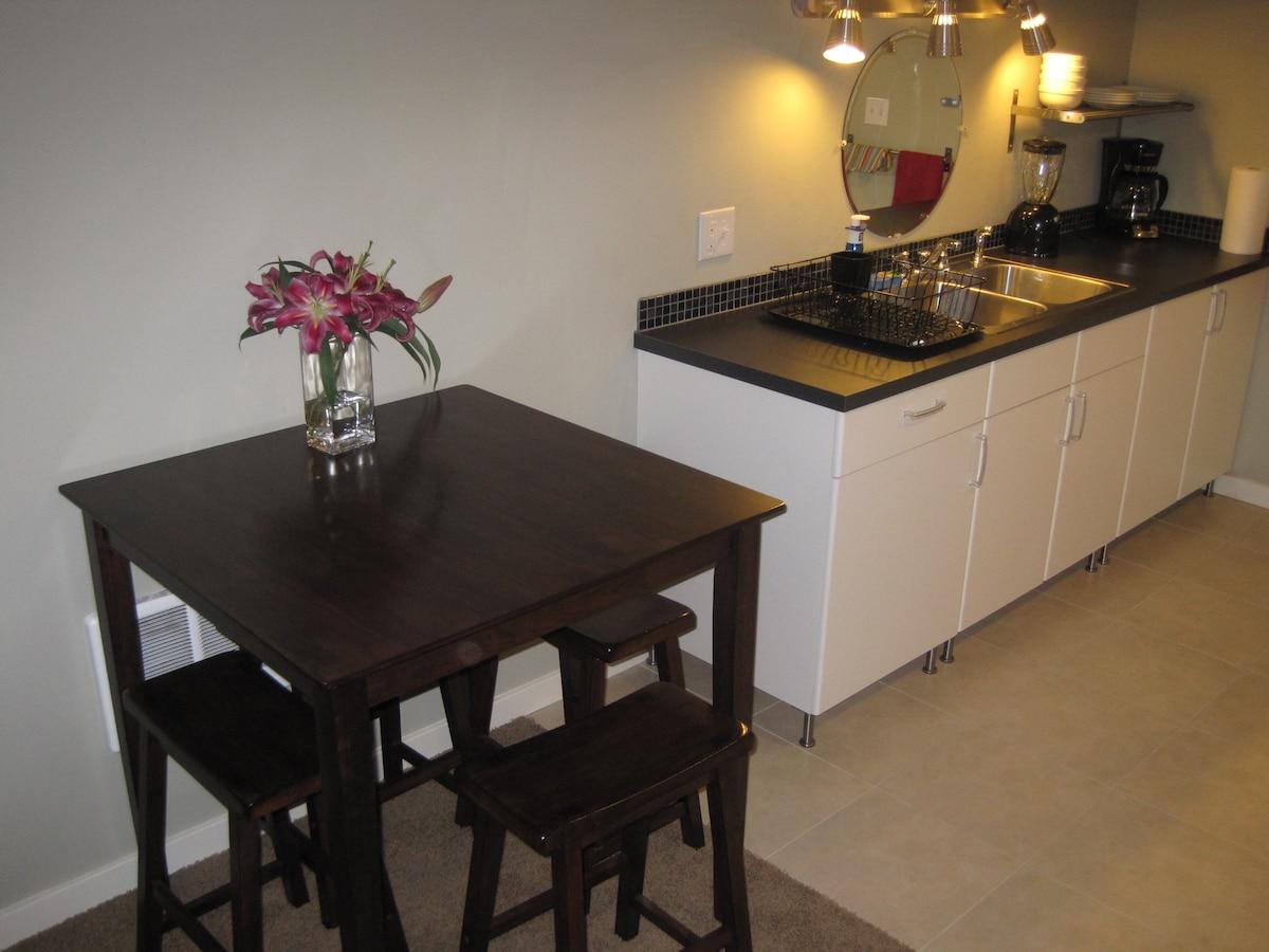 Kitchen & Dining Area - seats 4.