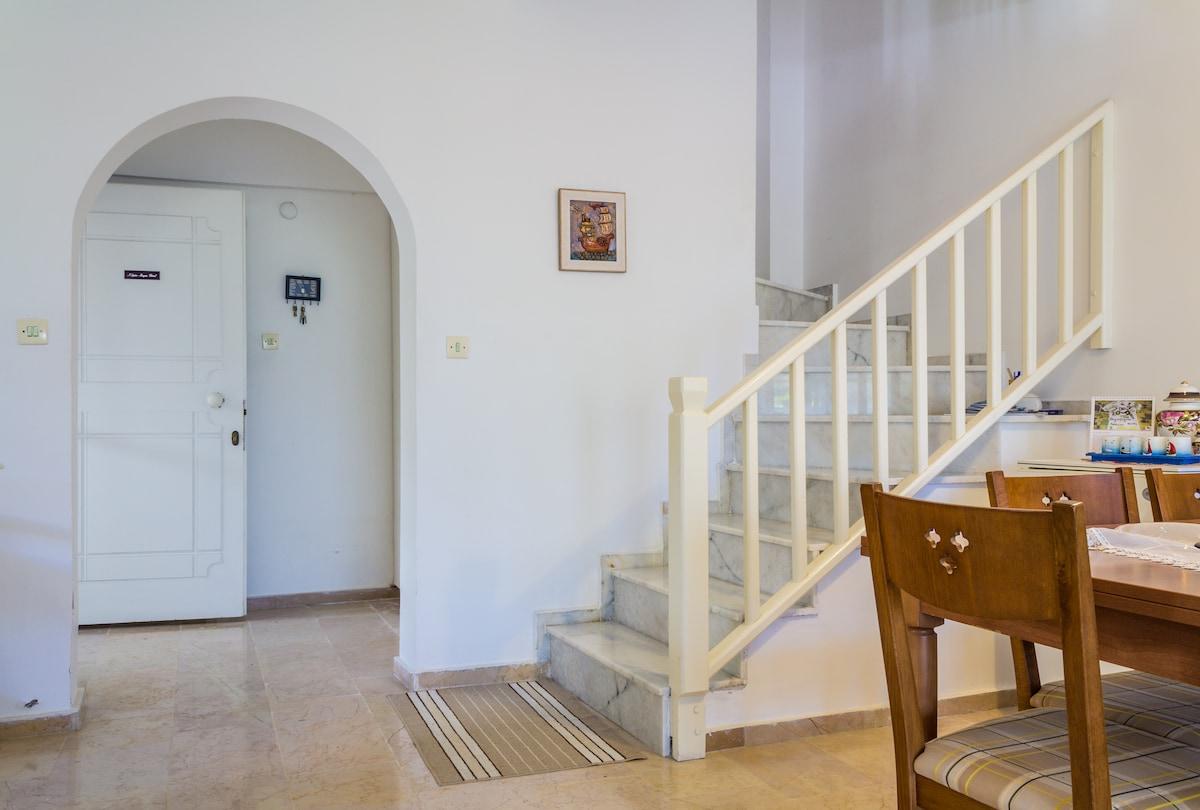 Modern, bright house in Alacati