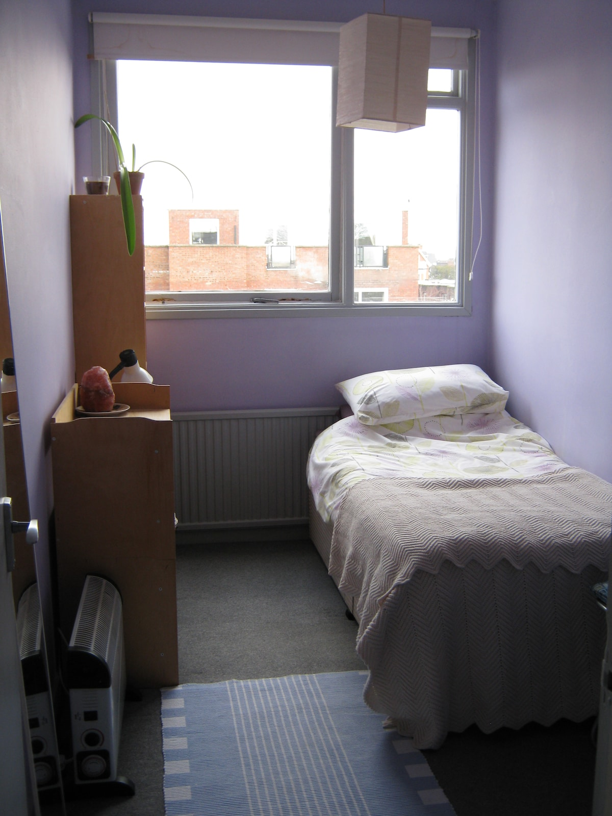 Quiet single room in homely flat