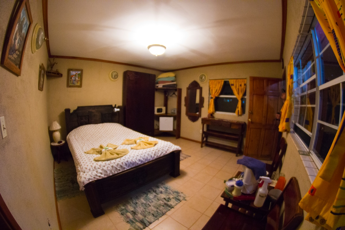 This room features a small covered porch in front overlooking the forest edge and bit across the deep valley to the mountains on the other side. There is one double bed and one single bed. A corner unit offers baggage storage and a place to hang clothes.