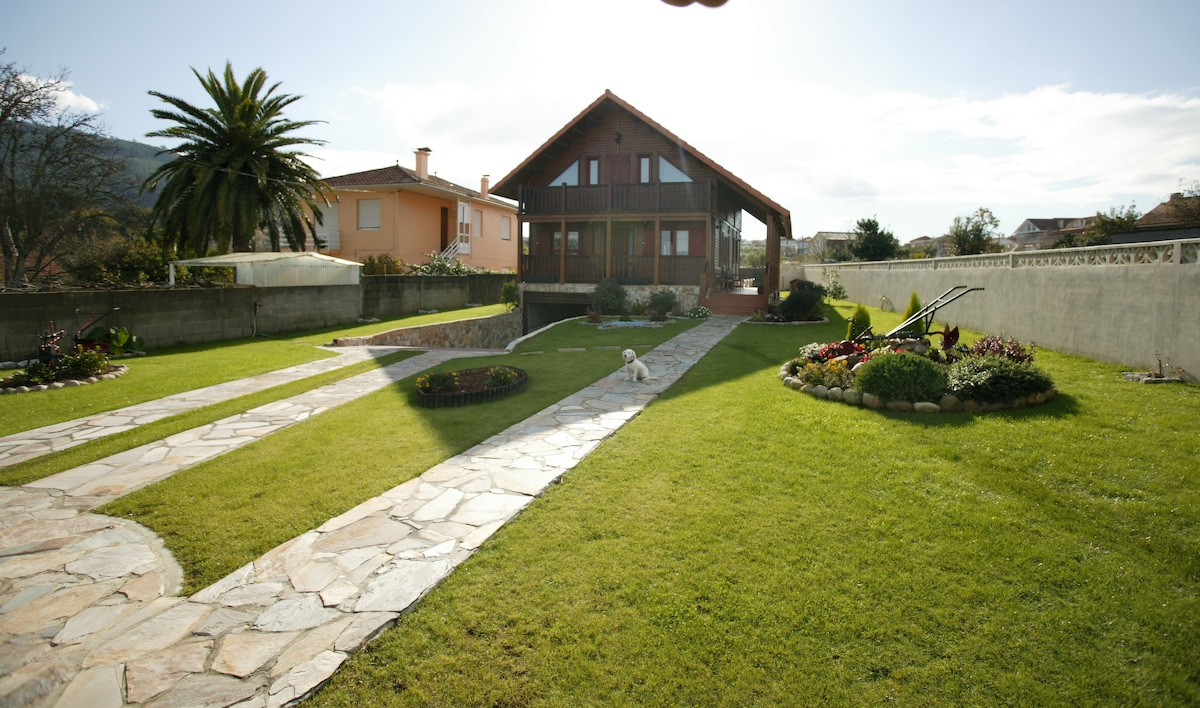 Beautiful villa with garden in Vigo