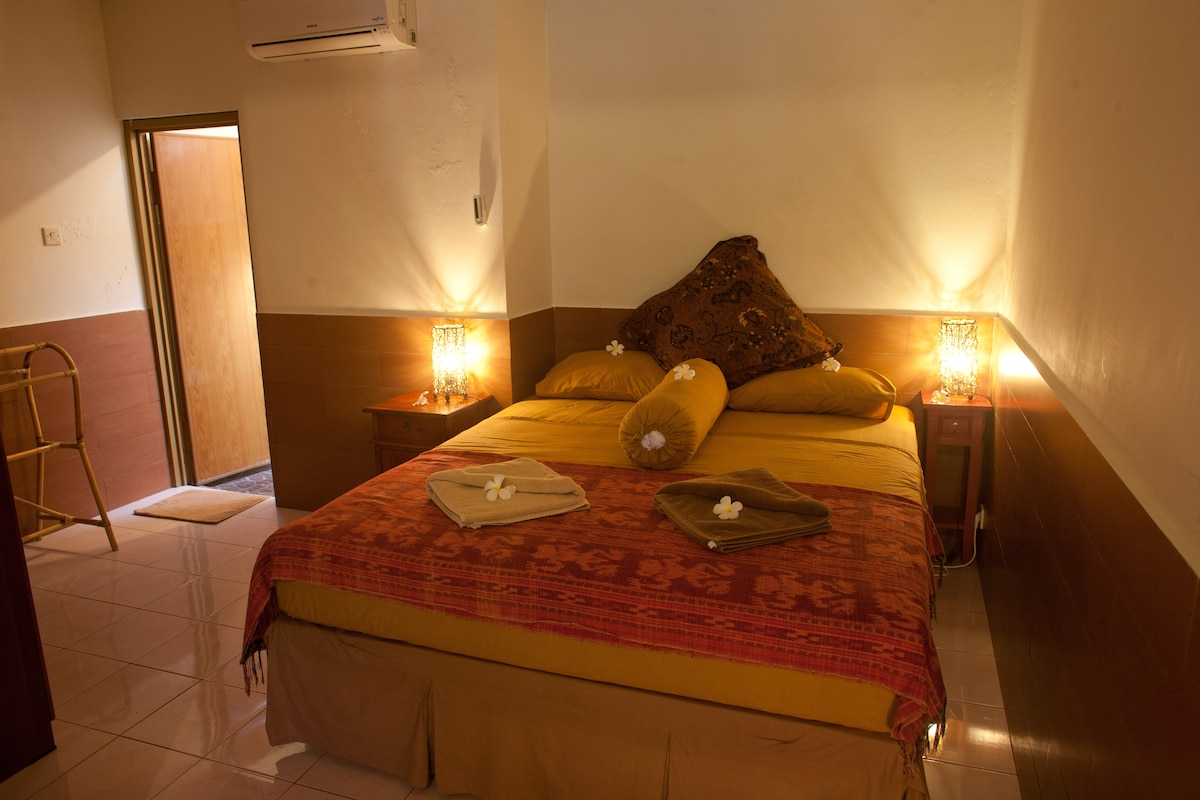 Barong Room - cozy, comfy, complete