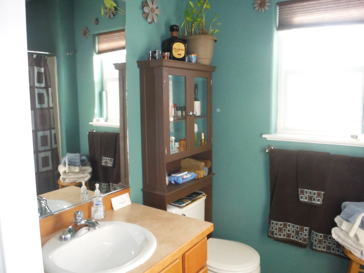 Another view of the private bath.