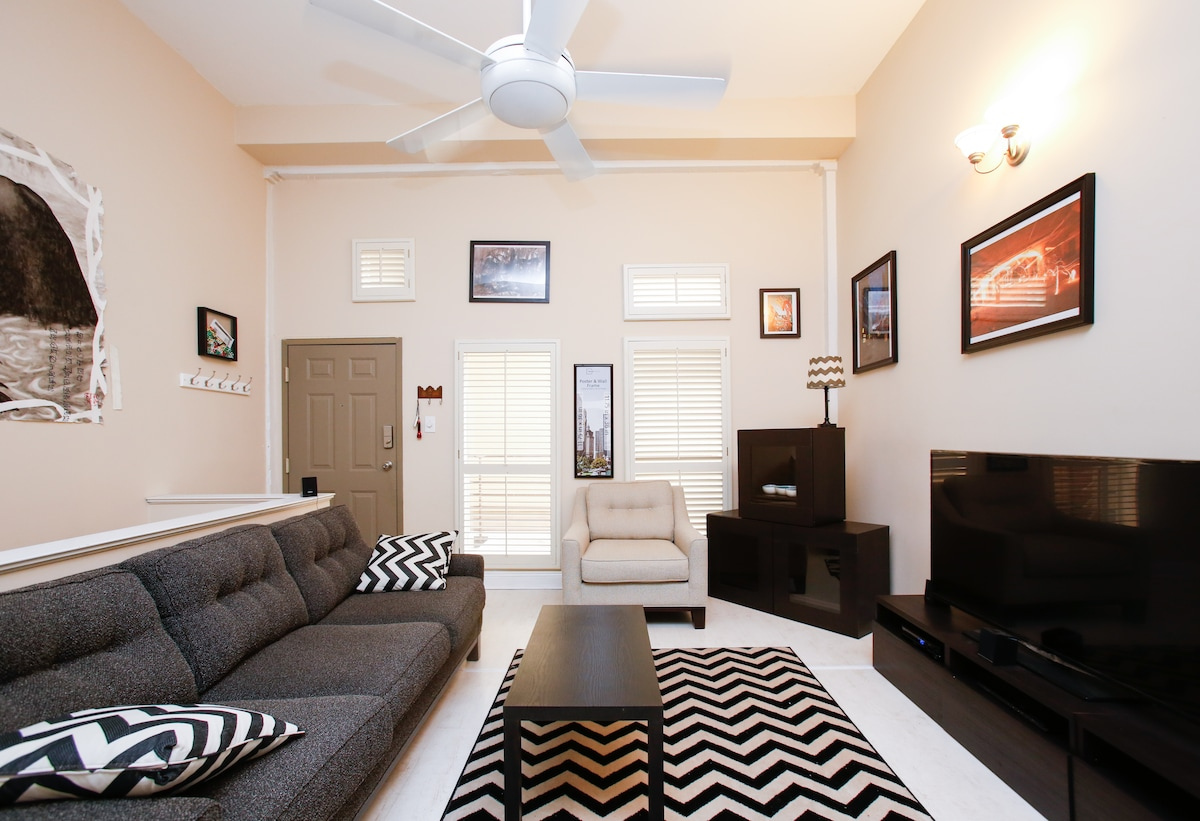 Ideal Location! Near FQ/Convention