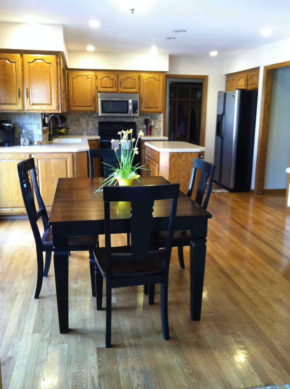 Warm and inviting kitchen. Newer appliances and fully stocked cabinets.