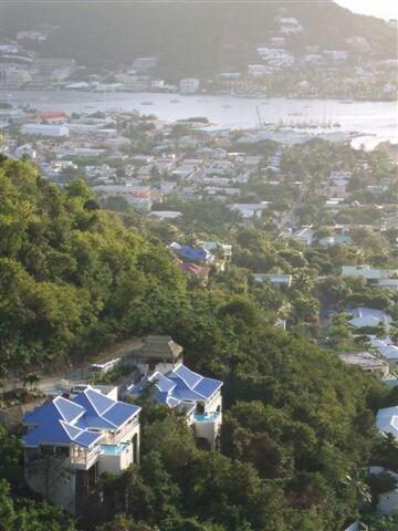 La maison sur le haut d'une colline