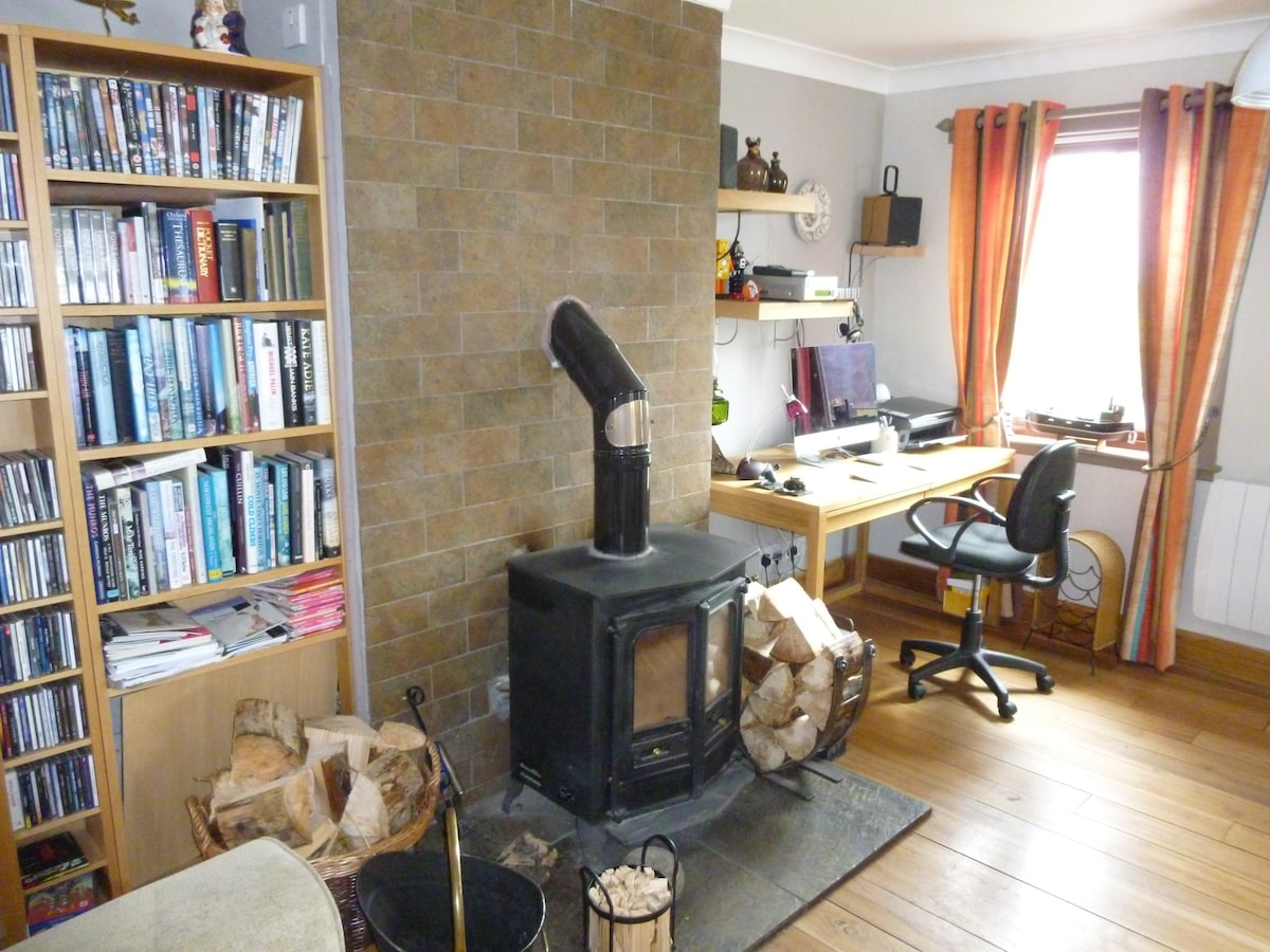 Lounge with multi-fuel burning stove