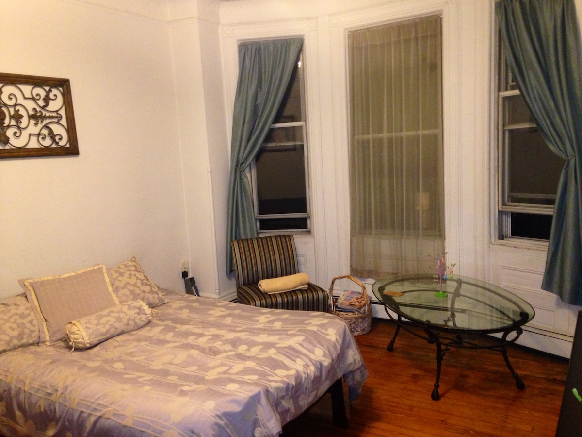 Large room, bay windows, full bed, TV with lots of channels (HBO, OnDemand, etc)!