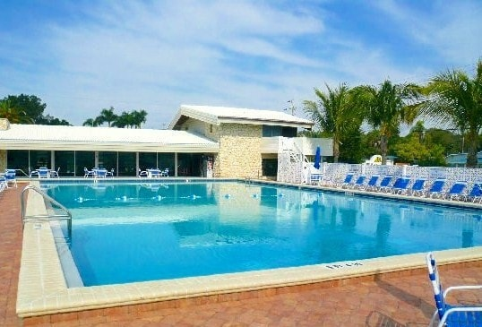 Dive into our heated outdoor pool. Aloha Kai has the largest heated pool in Siesta Key, Florida! Dive in and enjoy the soothing waters year-round.