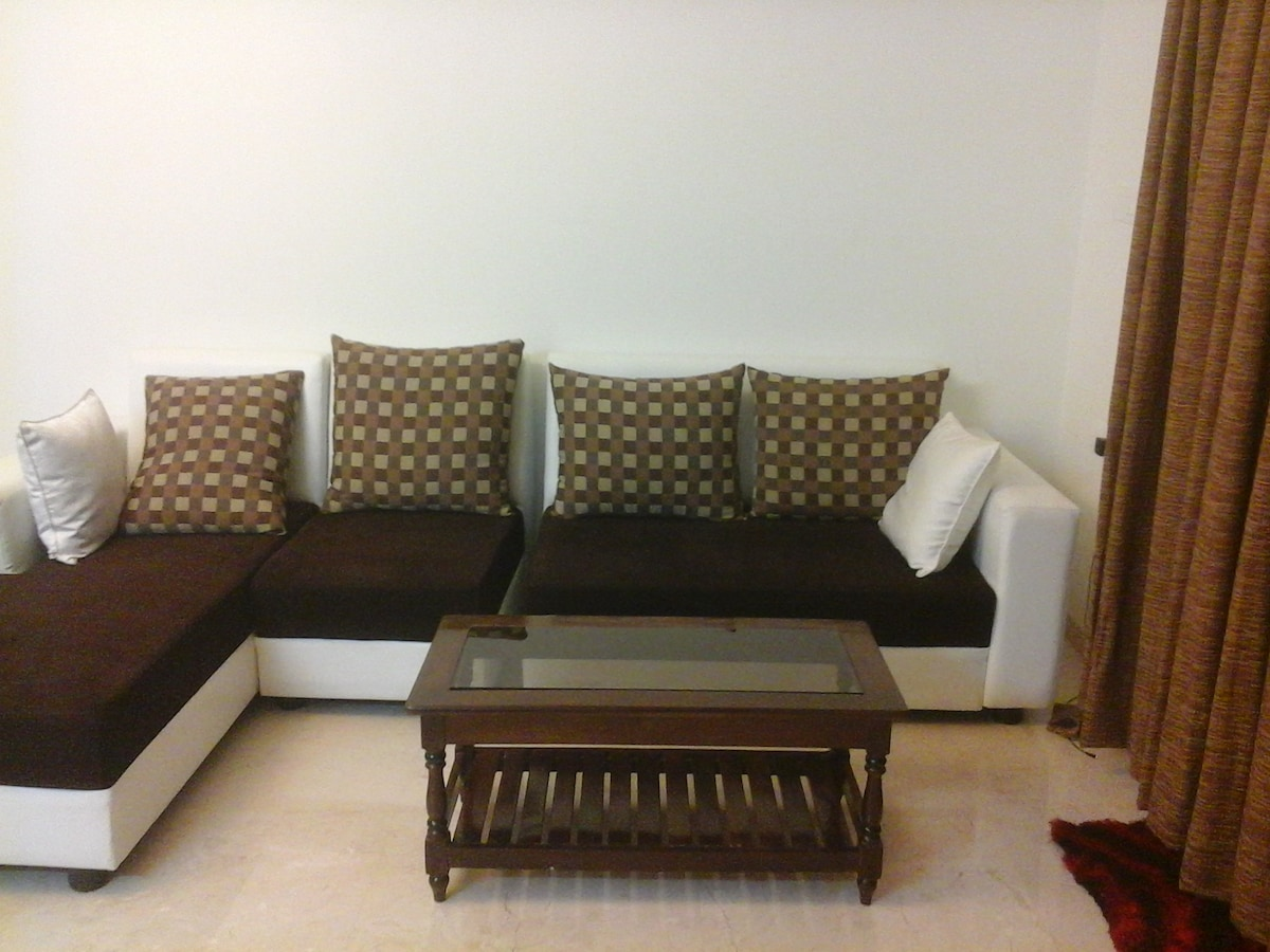High end Luxary rooms in Hiranandin