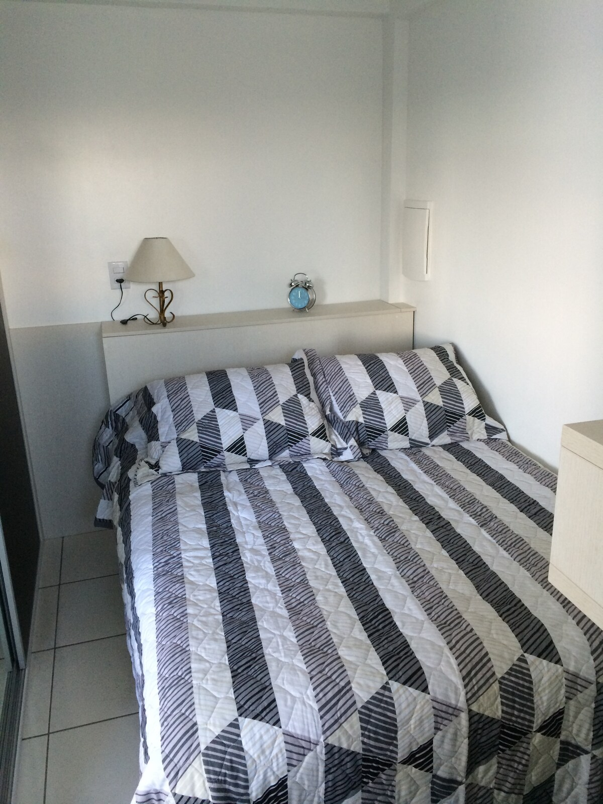 Double bed / PT: cama de casal