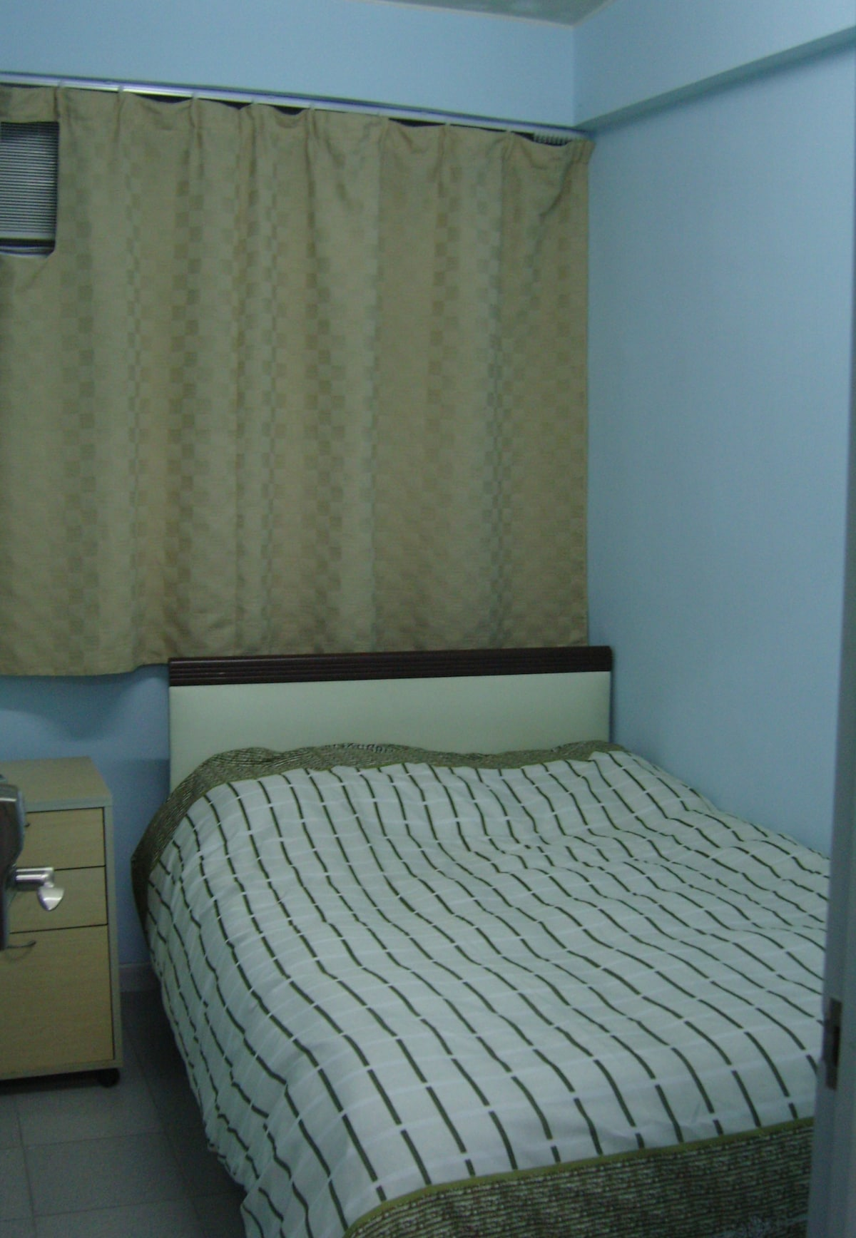 Extra bedroom with double bed.
