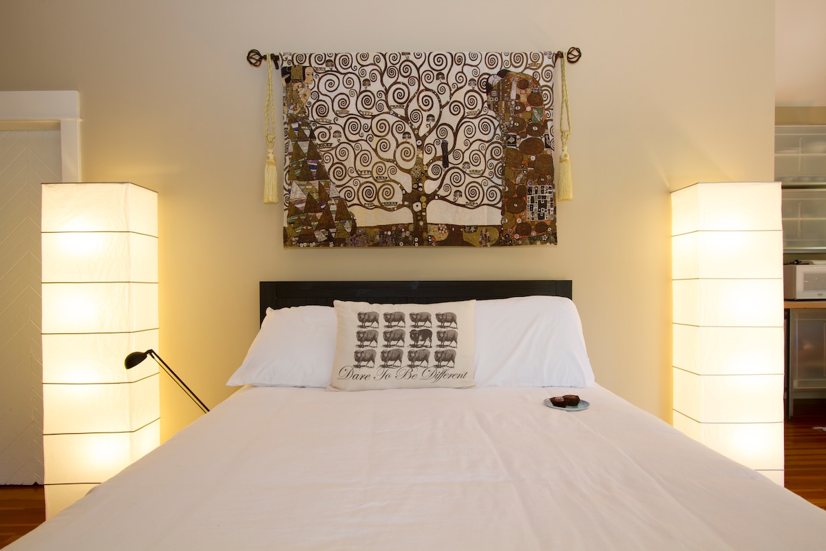 New top-line queen-size bed envelops you in luxury after along day exploring L.A.  Yes, that's a chocolate waiting for you at your pillow!  Sweet dreams!