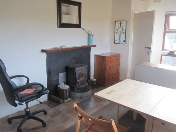 stove in kitchen/dining room