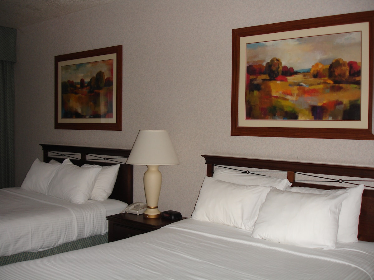 Large room with full breakfast