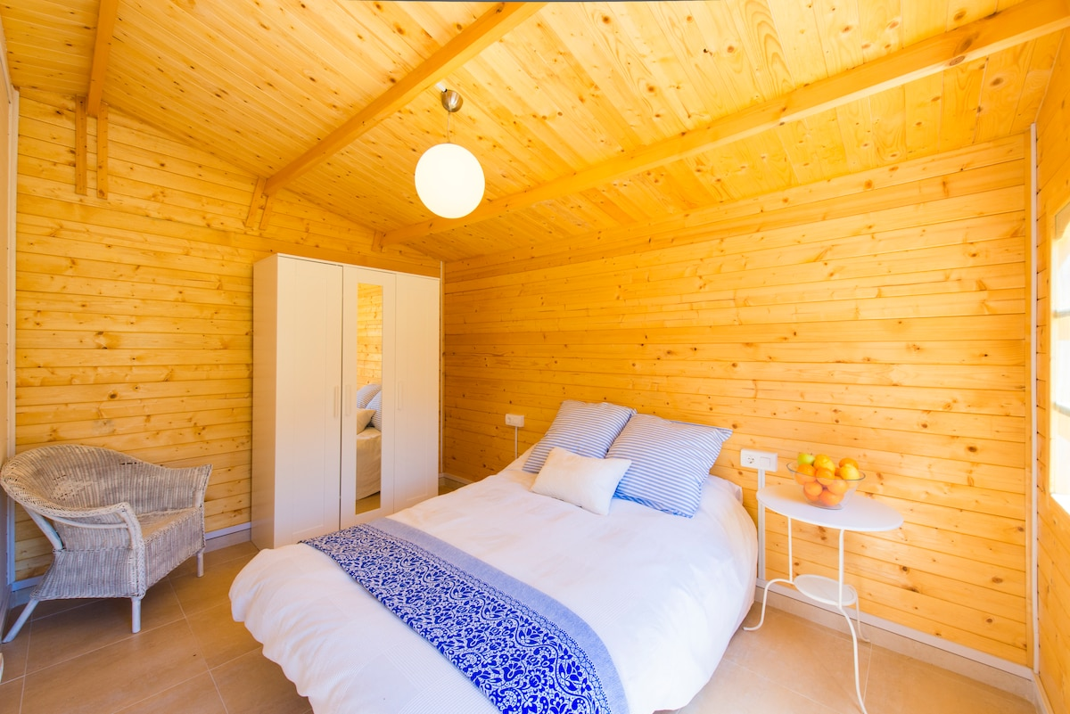 Ecochic cabin with AC
