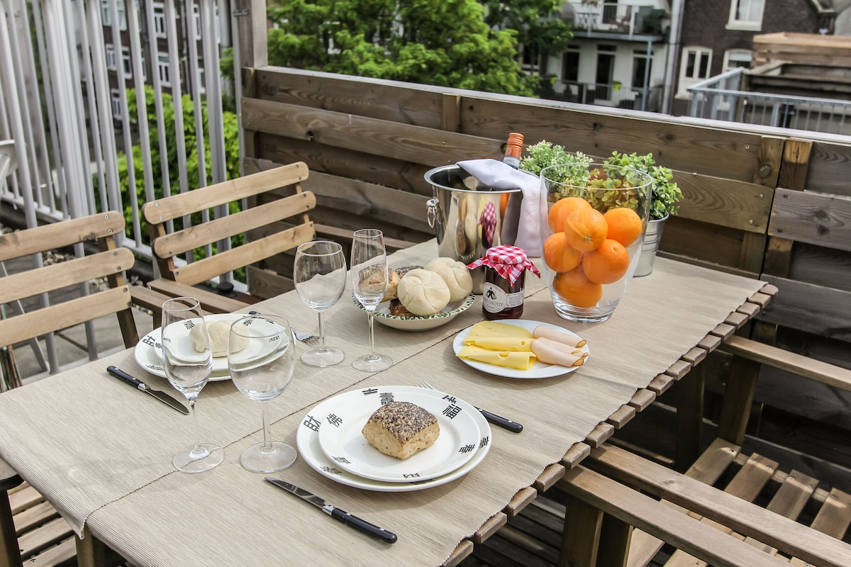 Enjoy your breakfast or diner at the cozy terras.