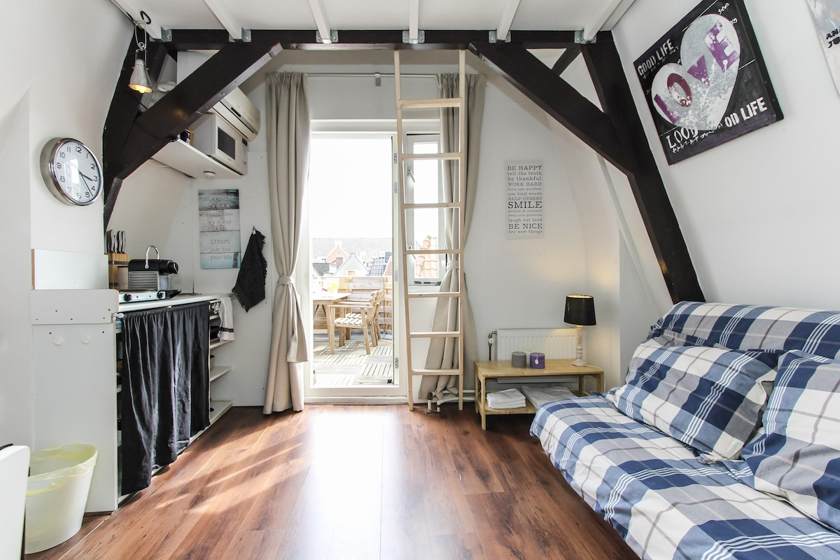 Cozy studio with terrace and airco