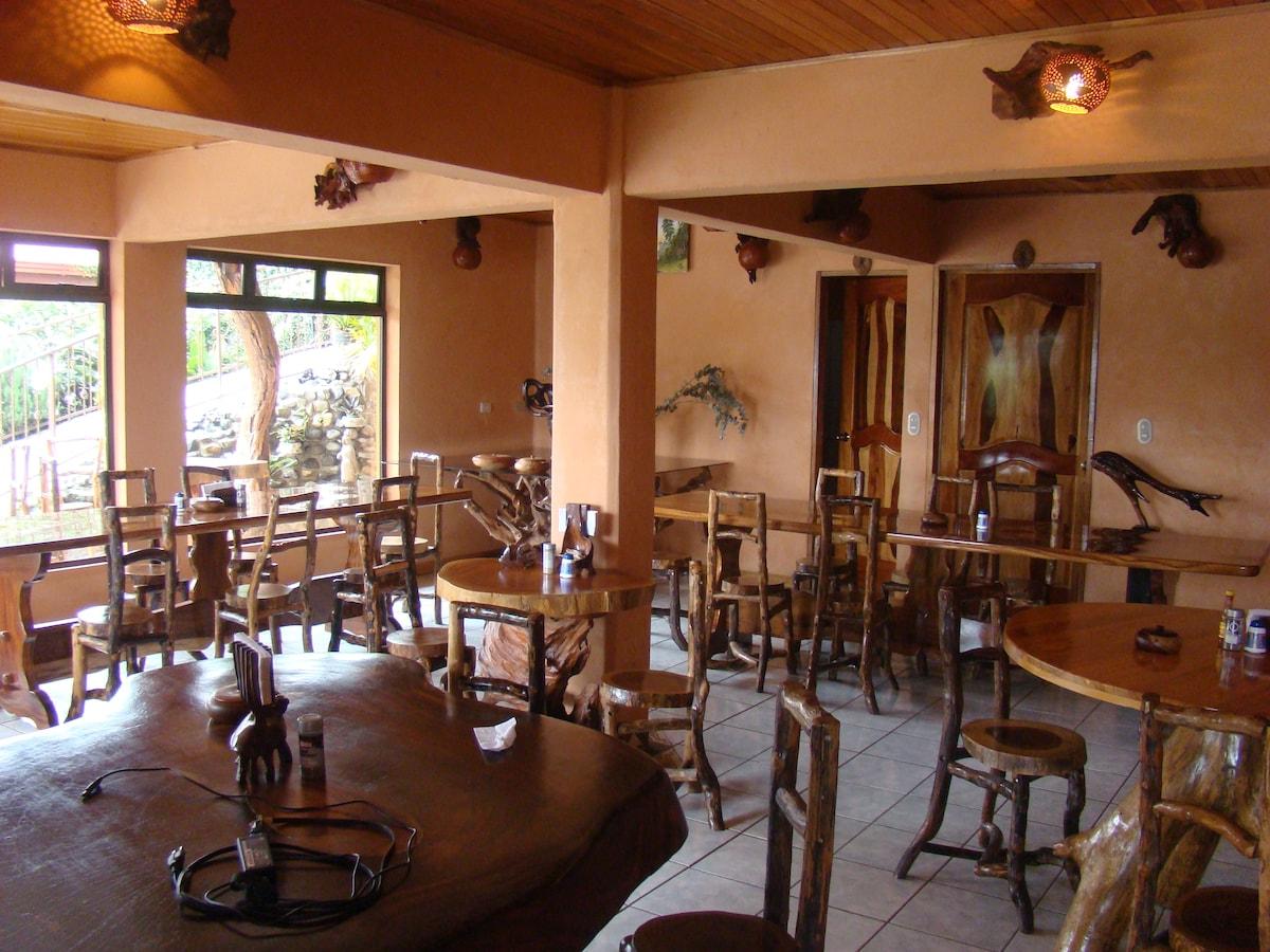 Breakfast area, Monteverde Rustic Lodge