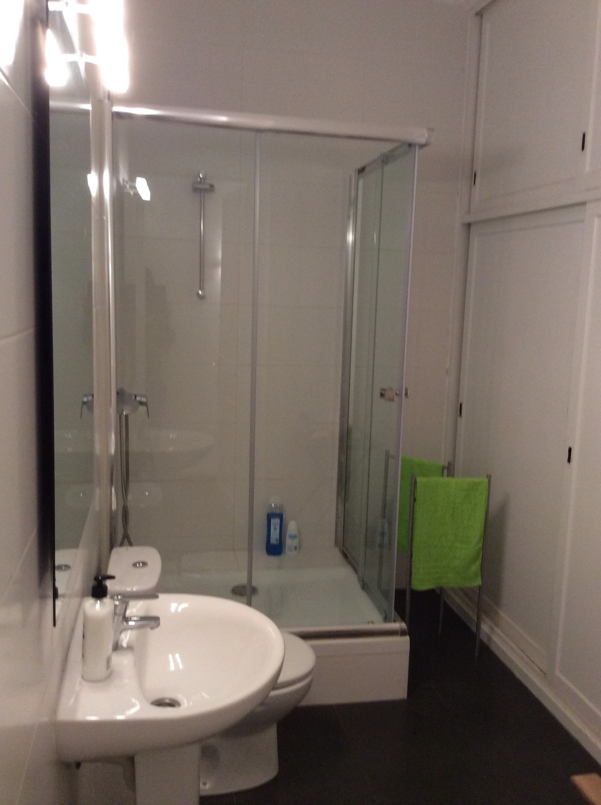 The bathroom is very big and clean, you have shampoo, gel, towels, hair dryer ...