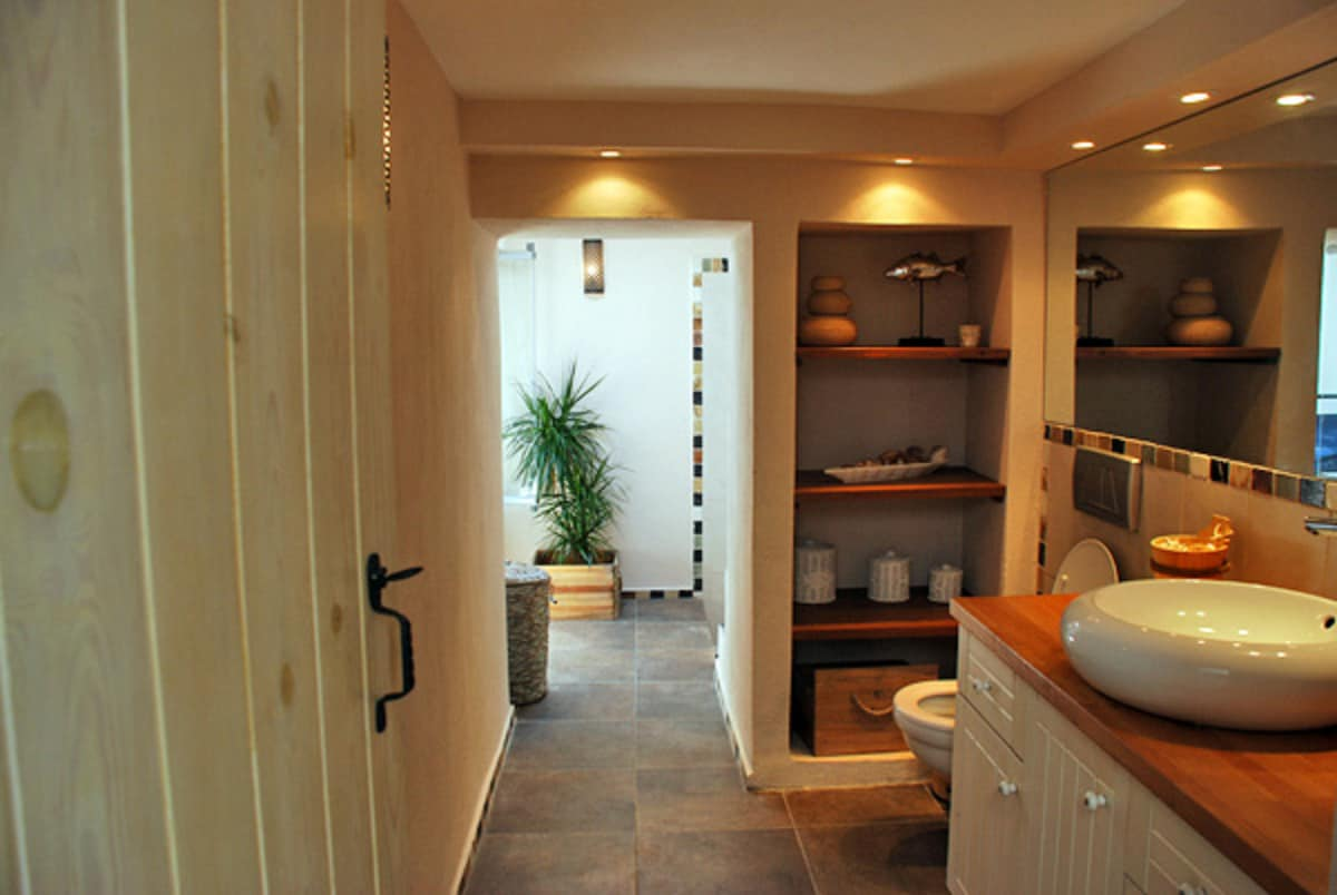 Bathroom with adjacent wet room