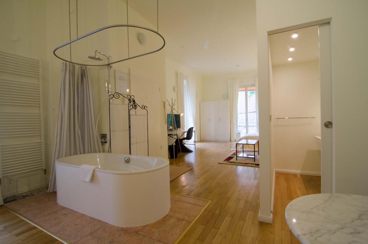 This Bathtub is amazing!