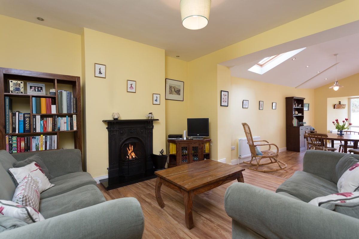 Open plan sitting room links to dining area and kitchen.
