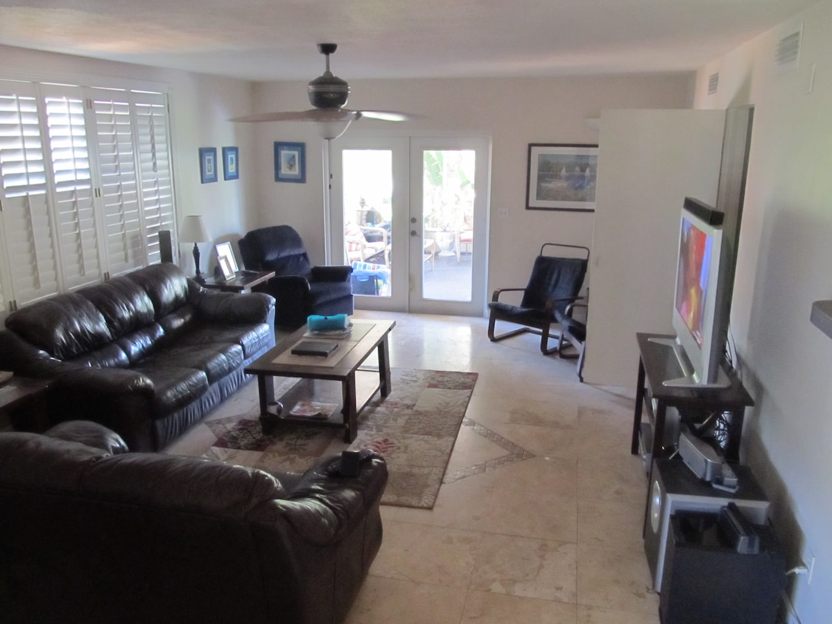 Waterfront with Pool, Central Tampa