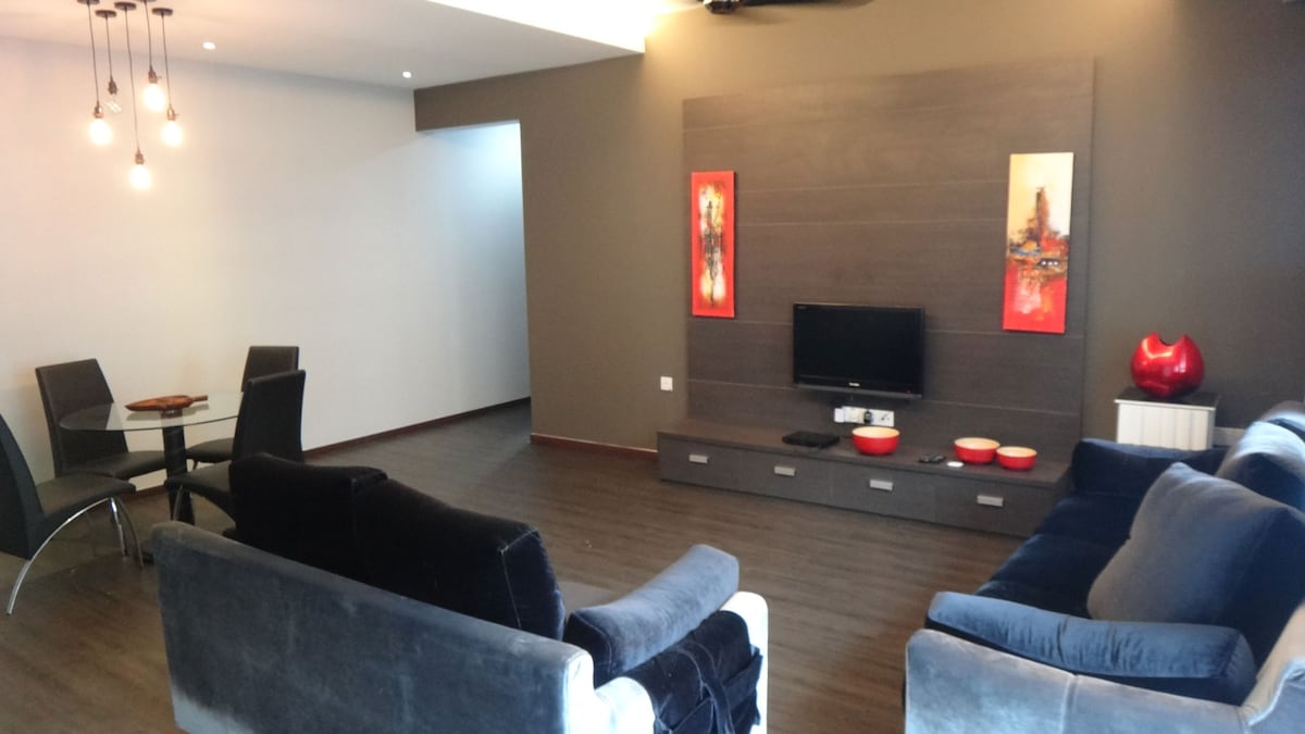 Living area TV, BluRay Player and movies. Dining table for 5 persons.