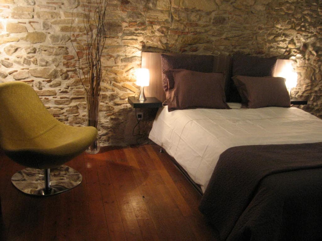 Chambre sur cour avec lit hôtelier en 160