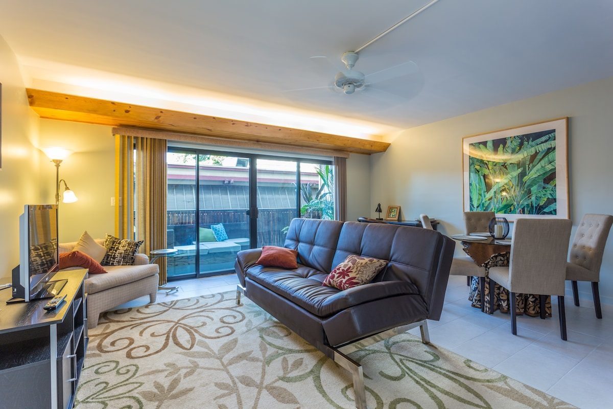 Relax in this newly-remodeled condo in the heart of Kona!
