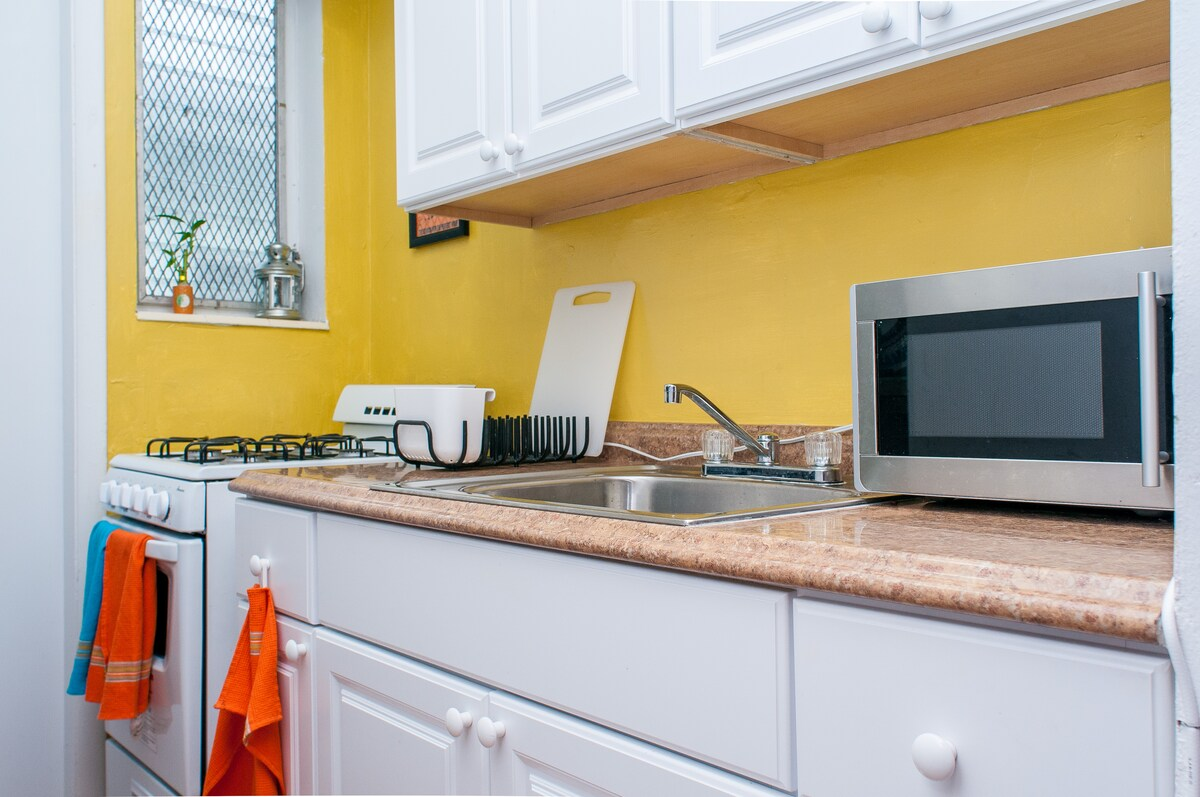 Full Kitchen with gas stove, microwave and fridge