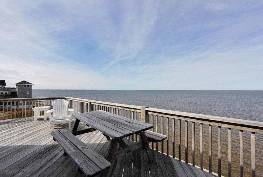 Have a relaxing breakfast, lunch or dinner on the deck with your family and friends and enjoy the views!