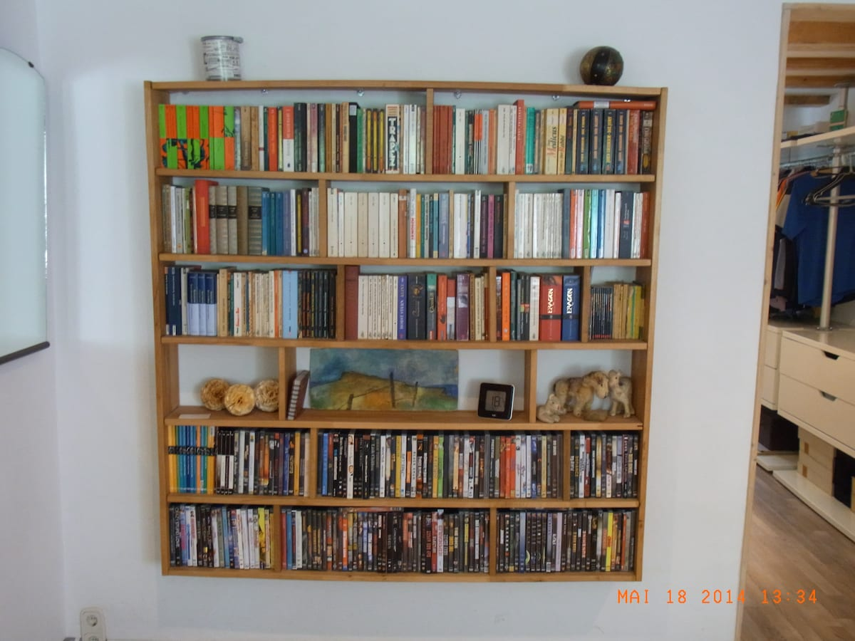 Book-/DVDshelf - feel free to use it