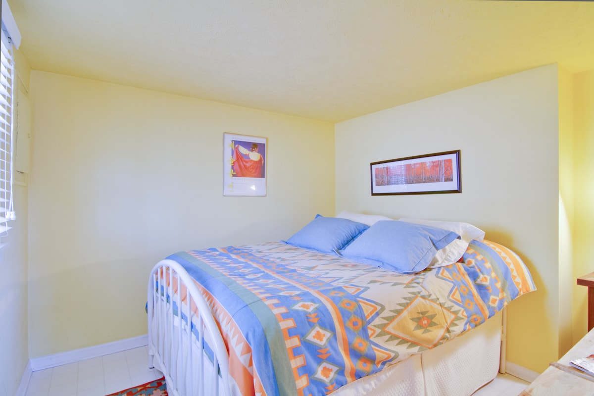 Bedroom with firm queen bed. Fresh clean linens provided.
