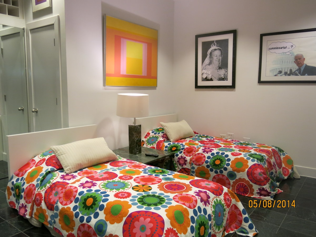 Attractive 2 Twin Beds Near Capitol