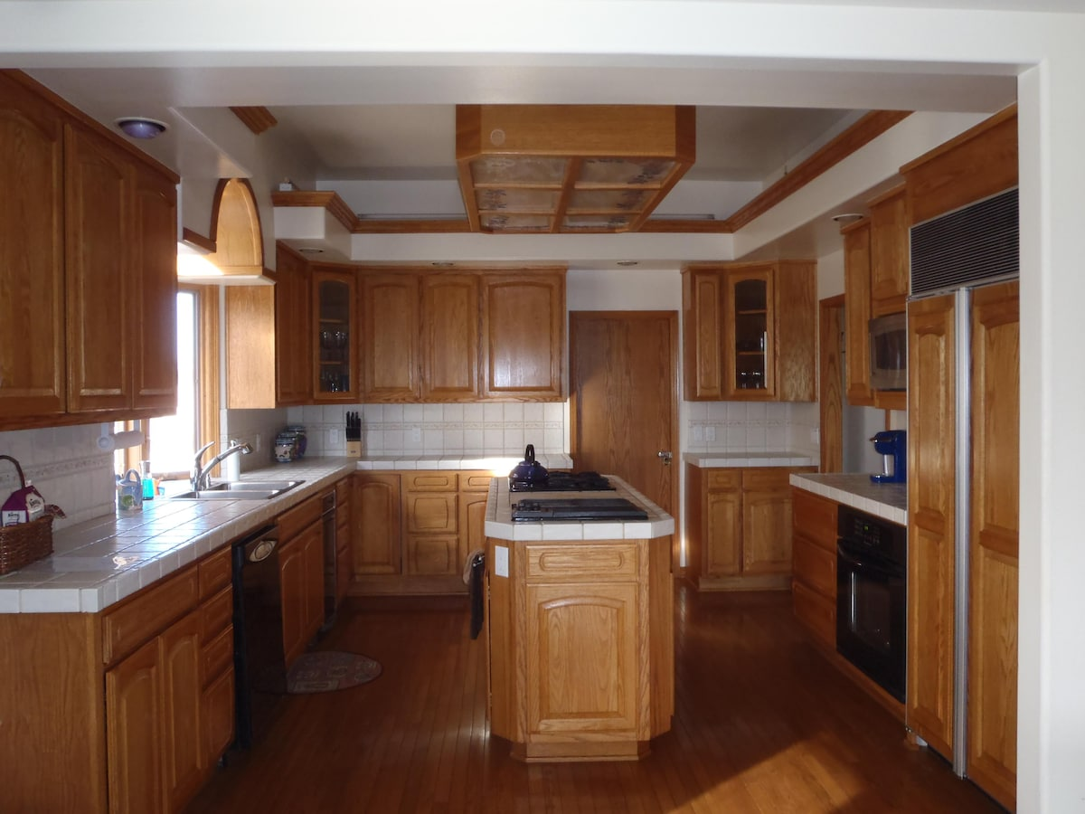 Large gourmet kitchen with state of the art appliances, including Keurig coffee maker