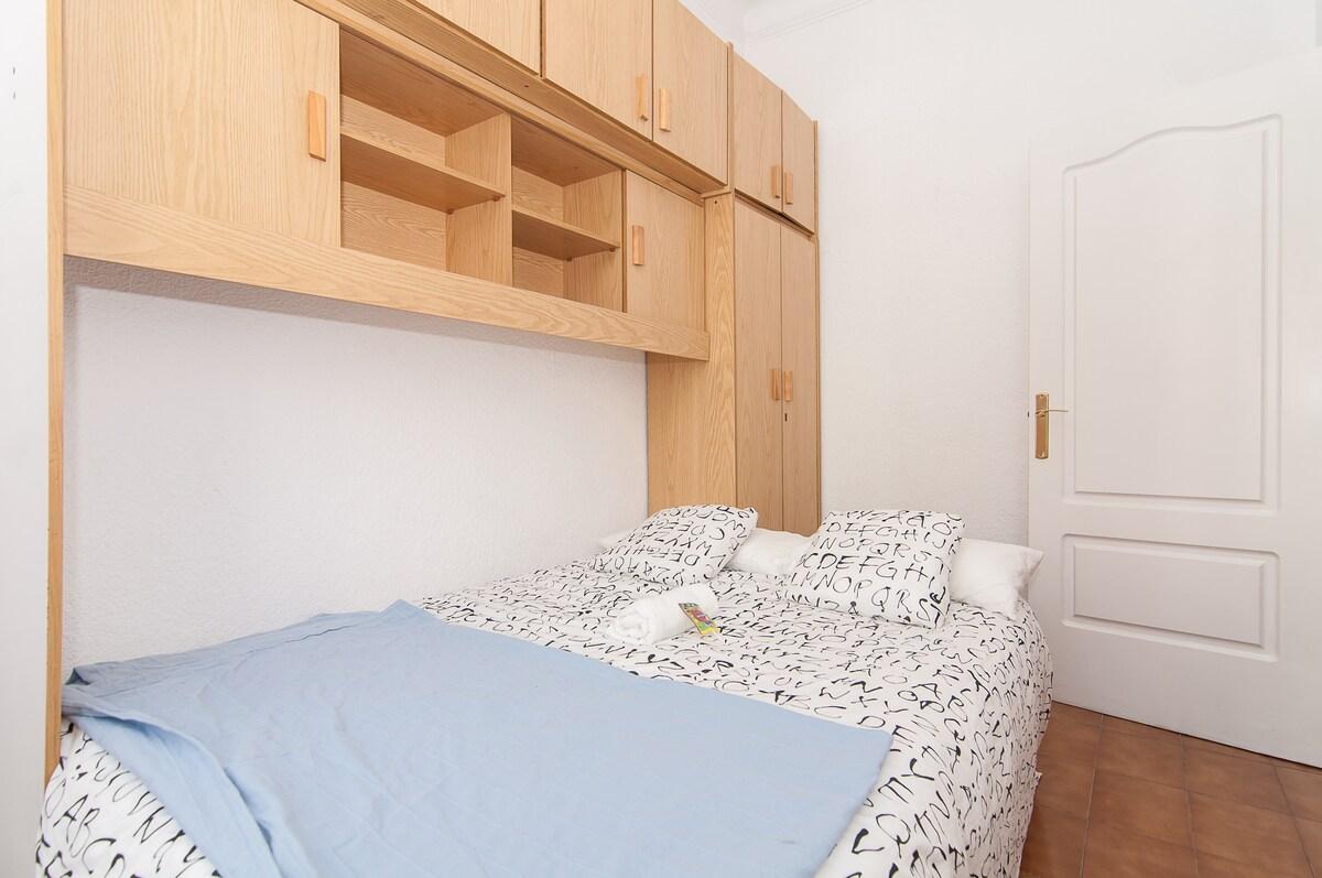 Wonderful room with balcony Eixampl
