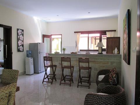 Keuken met woonkamer