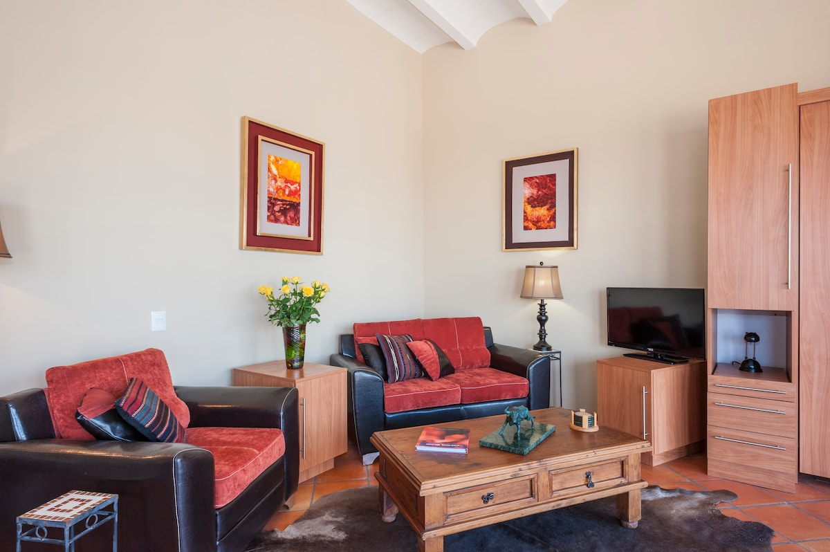 Quality furnishings,  tv,wifi,storage,original artworks